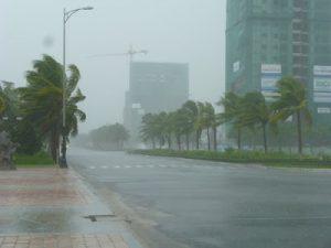 những điều không nên làm khi trời mưa